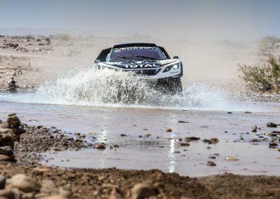 Peugeot 3008 DKR Fahrt durch Fluss bei Ralley Dakar